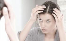 白髪が増える原因と対策