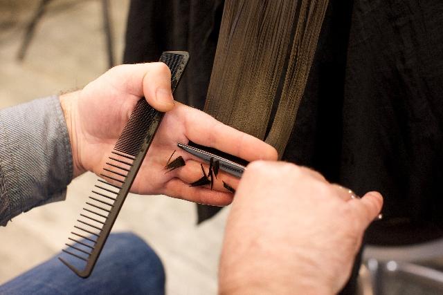 髪の毛が細い!だから薄毛・はげに見られる!髪を太くする方法
